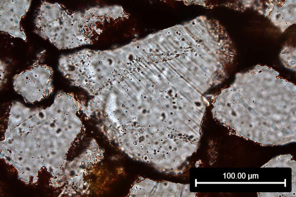 ラオス南部巨大隕石